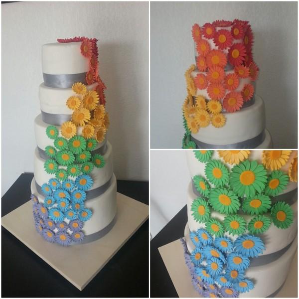Rainbow cake et mousse au chocolat blanc avec fraise fraiche